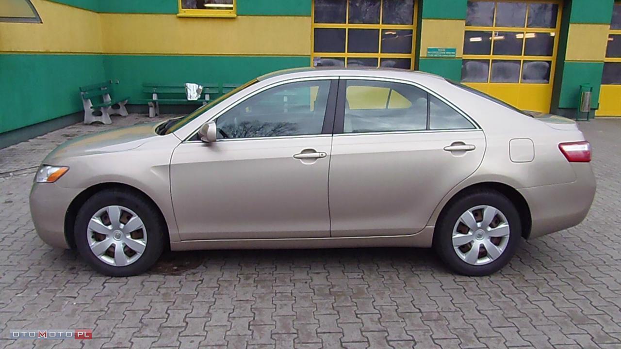 Toyota Camry - Faktura VAT